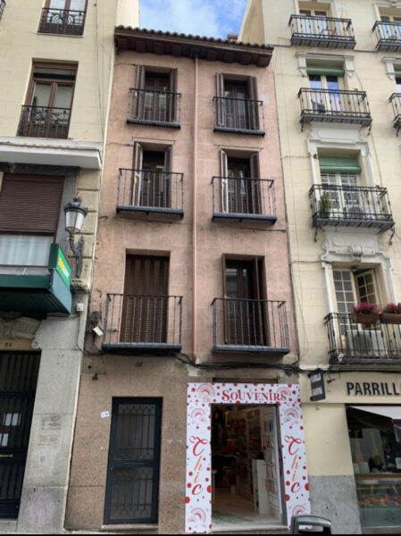 Edificio de apartamentos turísticos en venta junto a la Puerta del Sol de MADRID.