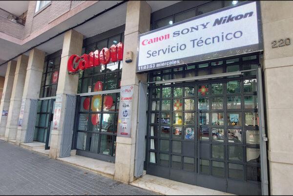 Local comercial en venta en RENTABILIDAD en BARCELONA arrendado a CANON servicio técnico